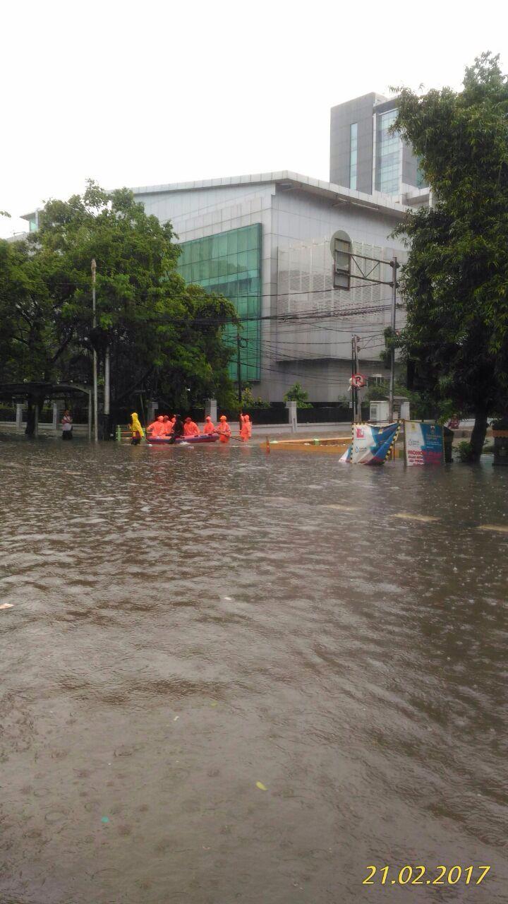 Tmc Polda Metro Jaya Sur Twitter 08 58 Banjir Di Depan Kantor Bpjs Kesehatan Pusat Cempaka Putih Https T Co Mwg9fkx7qw Foto Olinebistro