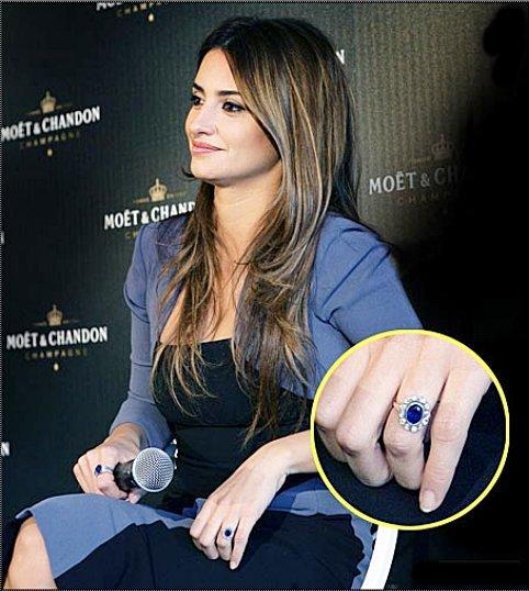 Penelope Cruz&#39;s Engagement Ring from Javier Bardem #PenelopeCruz #Penelope #Cruz #Weddingring #Engagementring #Diamond #Engagement #Ring<br>http://pic.twitter.com/72nCq13T6Q