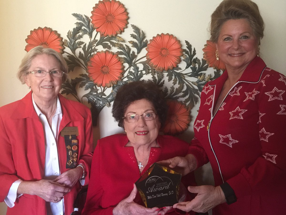 Gamma Chi gave a lifetime achievement award to Willa Ramsay at the Tri-chapter brunch. Congratulations Willa Ramsay!