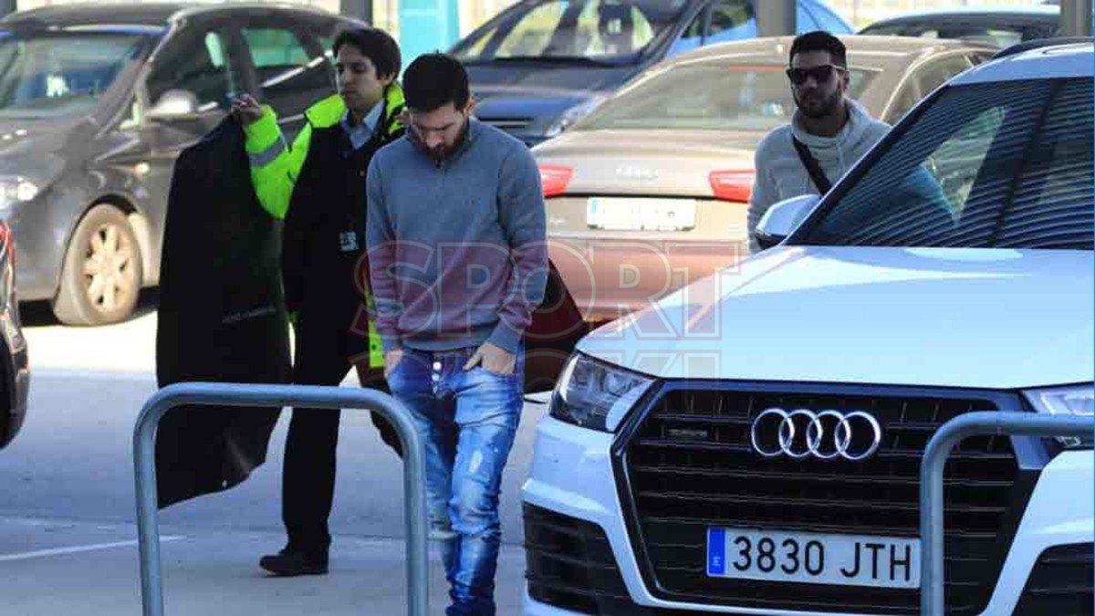 بالصور.. #ميسى يبدأ التحرك من #برشلونة متجها إلى #مصر #Egypt_Welcomes_...