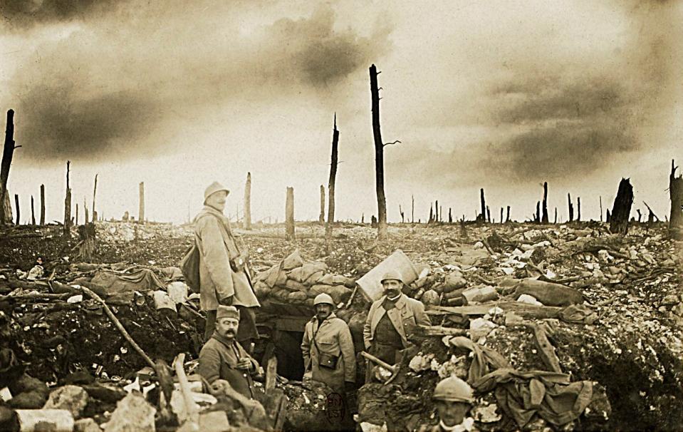 Le 21 février 1916 débutait la funeste bataille de #Verdun.  Nous avons une dette morale envers ceux qui ont fait survivre la France. <br>http://pic.twitter.com/BBIR77zRjW