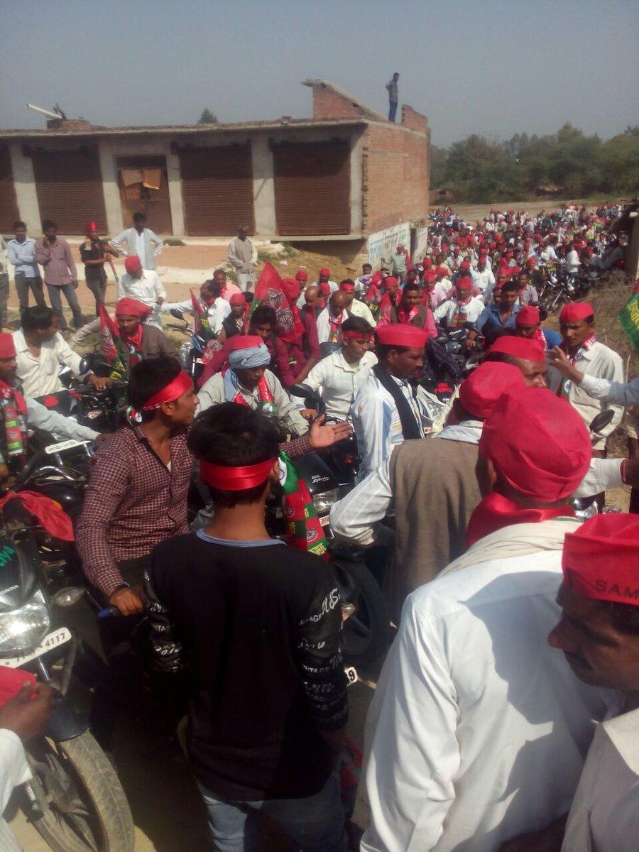 फतेहपुर के जहानाबाद विधानसभा में बाइक रैली निकल कर दी गई, गठबंधन को ज़...