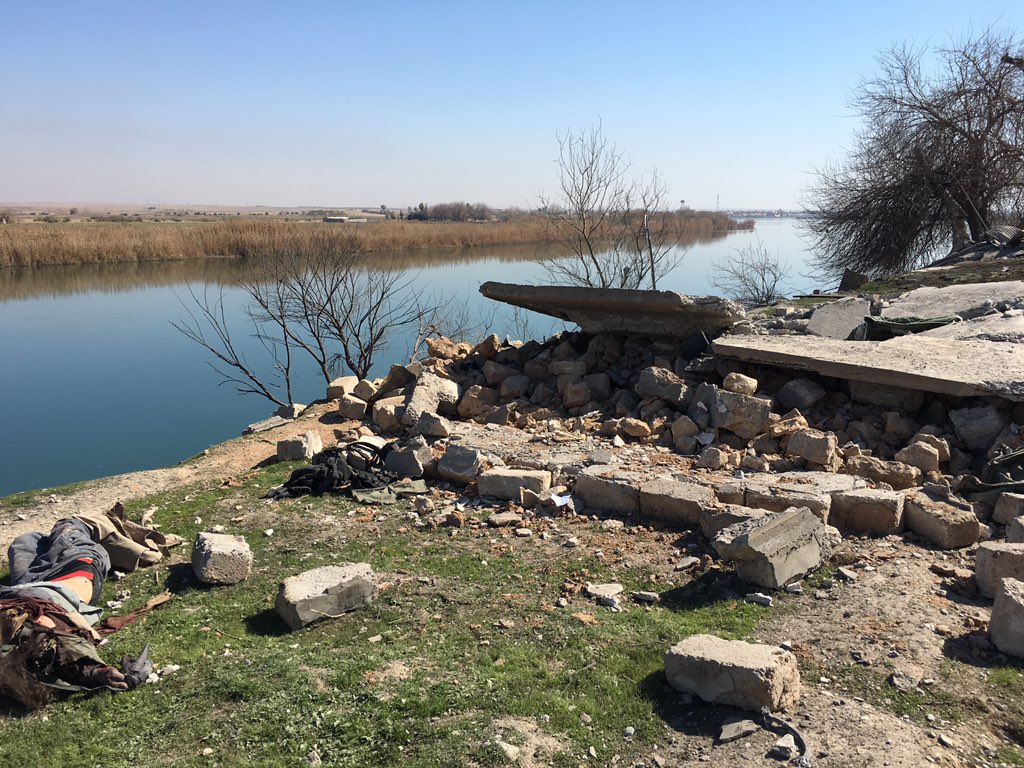 Here an airstrike by the Tigris on an IS position https://t.co/85pTq2a6i5
