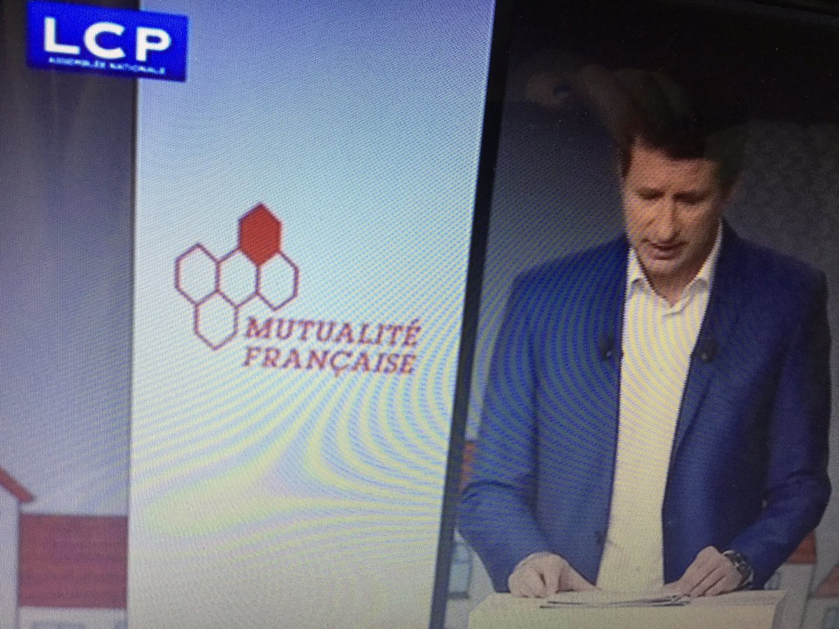 .@yjadot entame son grand oral #RDVPlaceDeLaSanté #avecjadot <br>http://pic.twitter.com/aoxDn2pP0g
