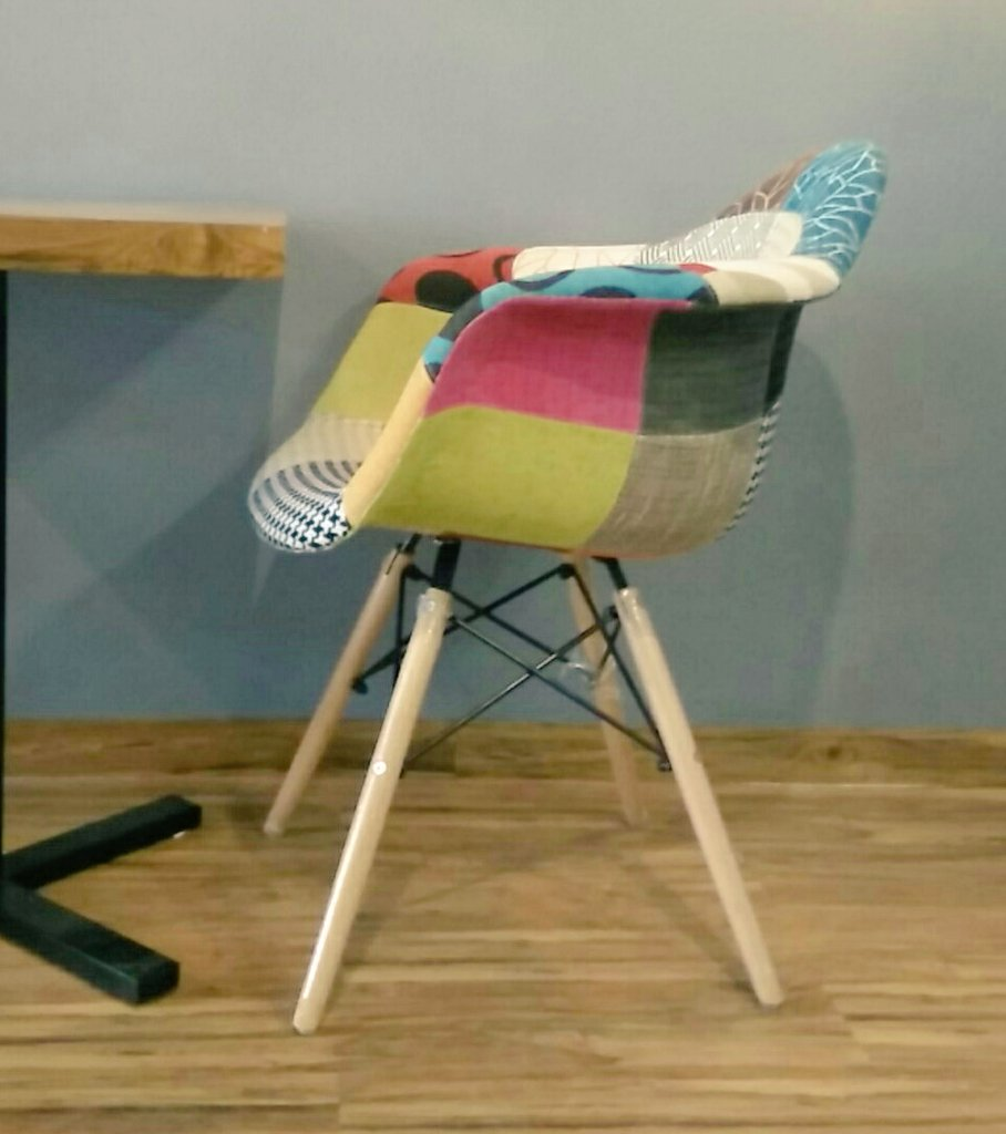 A chair  #meetingdiaries #work #ahmedabad #newplace<br>http://pic.twitter.com/xzmP4N9VtI