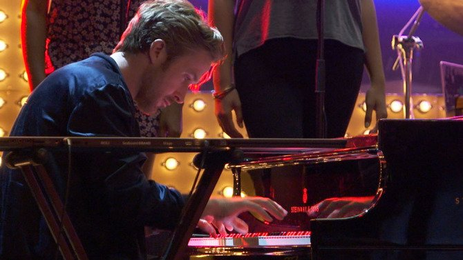 Watch behind-the-scenes video of @RyanGosling playing the piano on #La...
