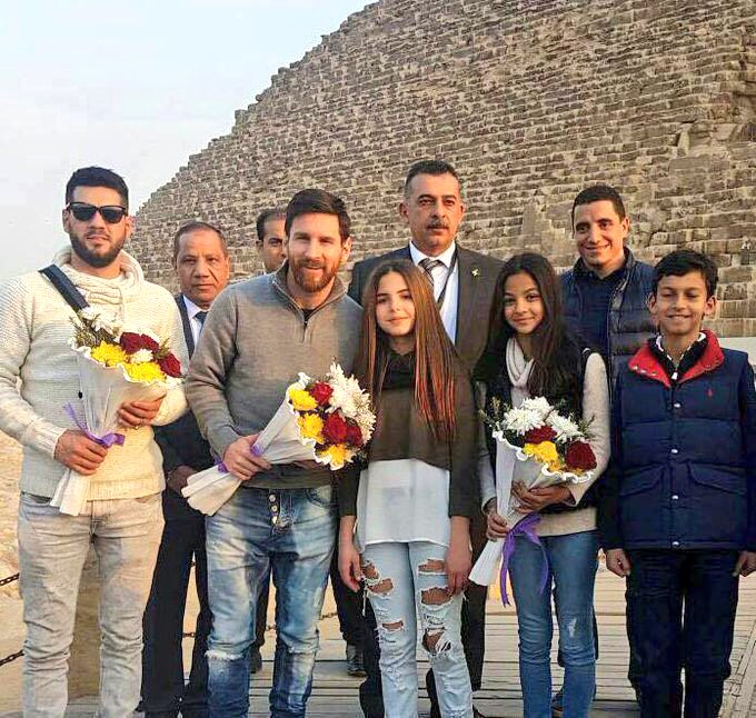 #Egypt 🇾🇪 Endless love   #Egypt_Welcomes_Messi #ThisIsEgypt https://t....