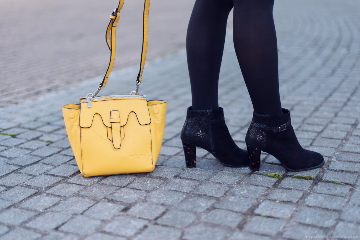 #OUTFIT : Comment porter le sac jaune ?  http:// bit.ly/2lcXtnW  &nbsp;  <br>http://pic.twitter.com/P5AGkU9hKS
