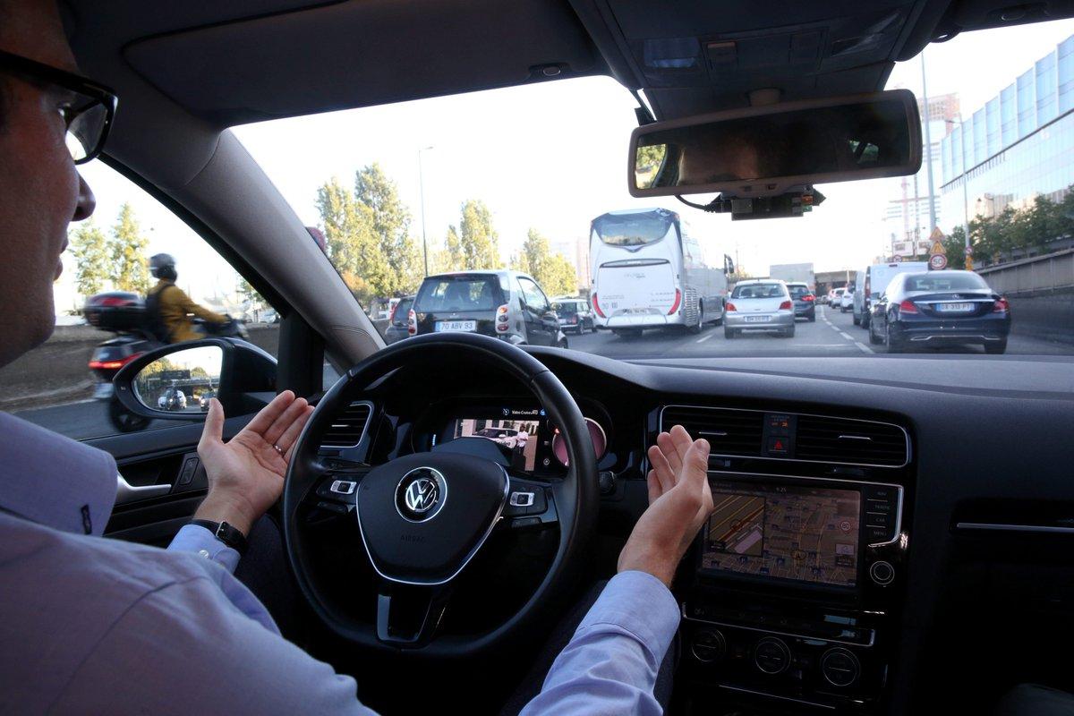 #techno À #Nantes, les premiers pas de la voiture sans chauffeur @CentraleNantes  http:// bit.ly/2kHt9TN  &nbsp;  <br>http://pic.twitter.com/WtDb9CJzr9