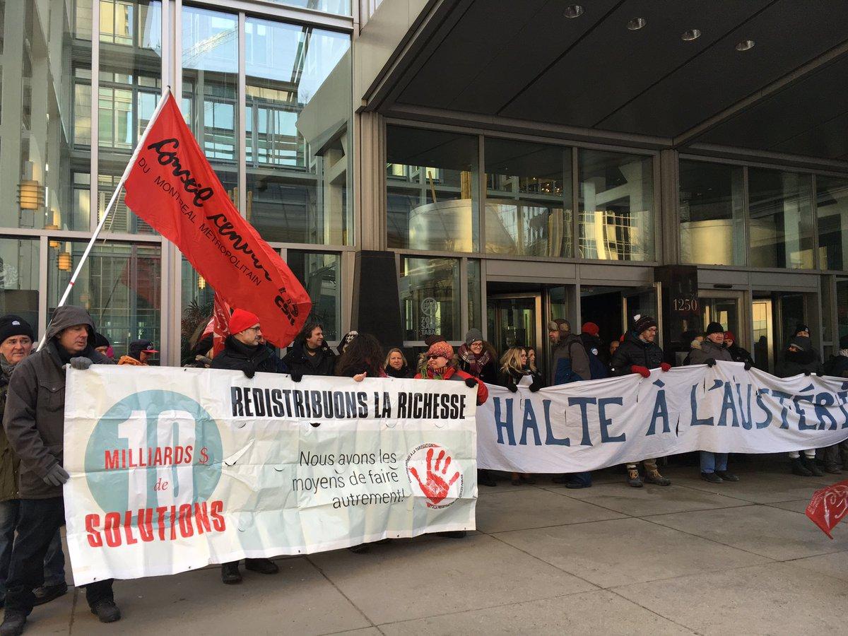 200 personne bloquent la firme PwC: #Leitao doit lutter +efficacement contre #évasionfiscale #Budget2017.Communiqué: http:// nonauxhausses.org/blocage/  &nbsp;   <br>http://pic.twitter.com/Kt8gIWLEJd