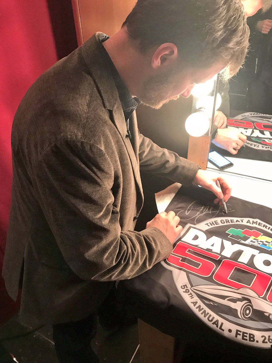 Want to win a #DAYTONA500 flag signed by @DaleJr?! RETWEET and we'll pick a random winner at 2:00pm ET! #ROADTODAYTONA500