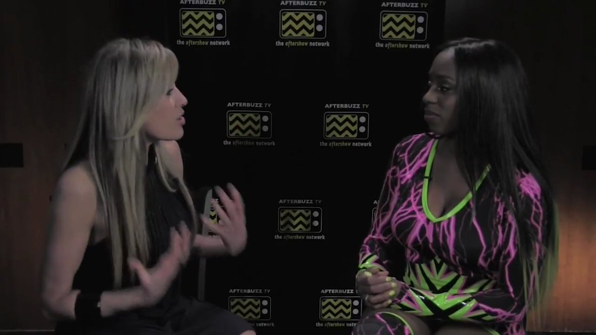 Feeling the Glow with @NaomiWWE and @LilianGarcia on #ToTheRing  ... G...