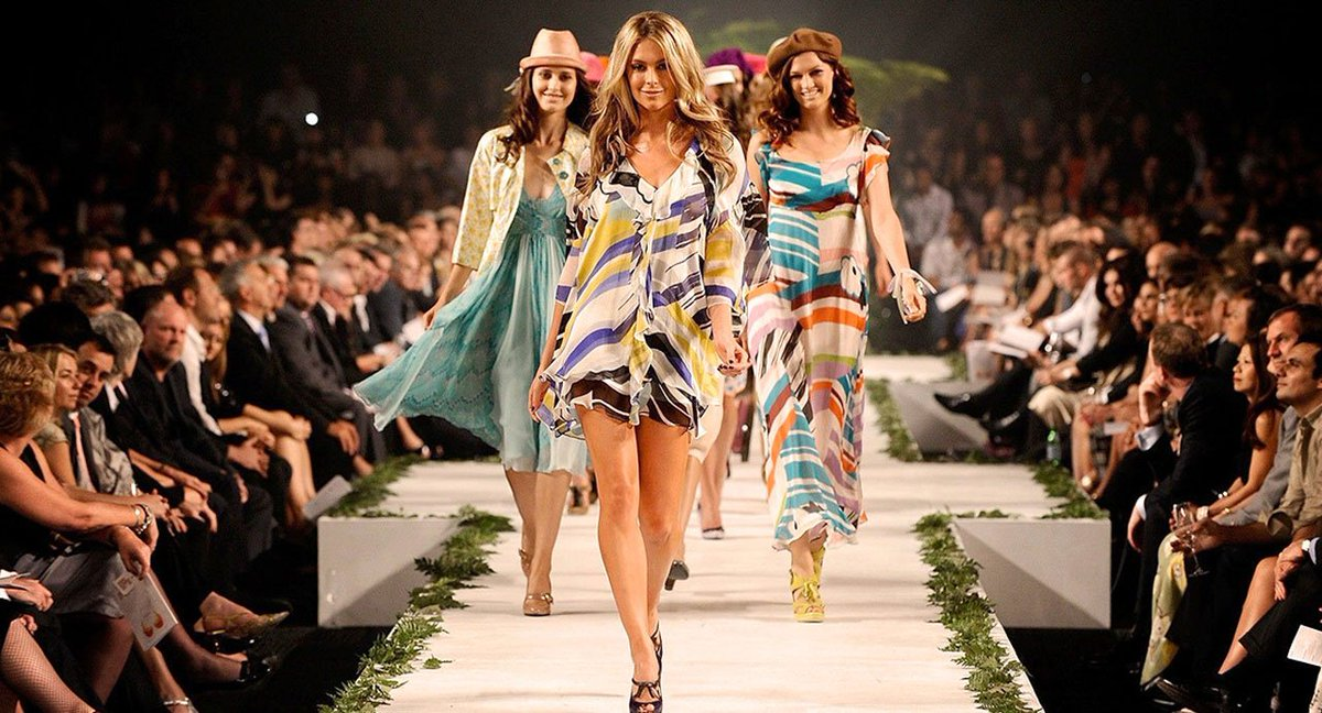 Croissance pour le marché mondial du Luxe à 860 milliards € en 2016 -  http://www. italie-france.com/fr/croissance- pour-le-marche-mondial-du-luxe-a-860-milliards-e-en-2016 &nbsp; …  #france #italy #luxury #fashion #mode #moda<br>http://pic.twitter.com/veX95zdDKz