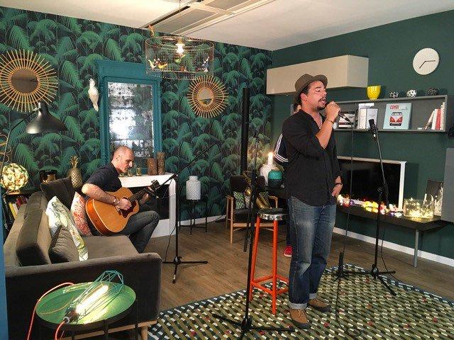 . @BenOncleSoul en promo avec son guitariste #ChristopheLardeau sur #Gibson ES-175 et bientôt en tournée dans toute la France! @gibsonguitar<br>http://pic.twitter.com/u4cCO7mfdq
