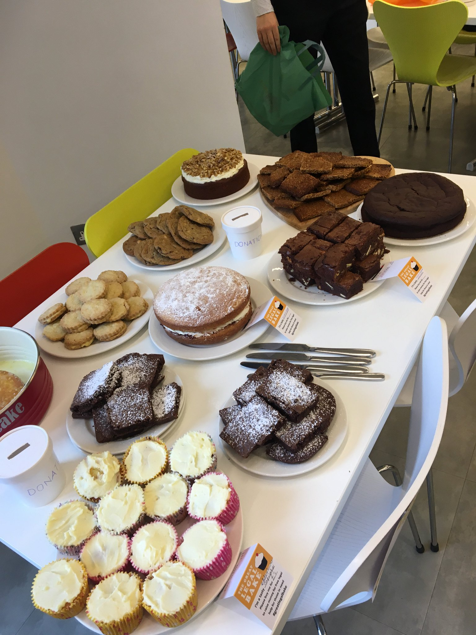 That brilliant moment when law and cake intersect @GreatLegalBake @LondonLegal @Debevoise #probono https://t.co/hEqZVW7eOO
