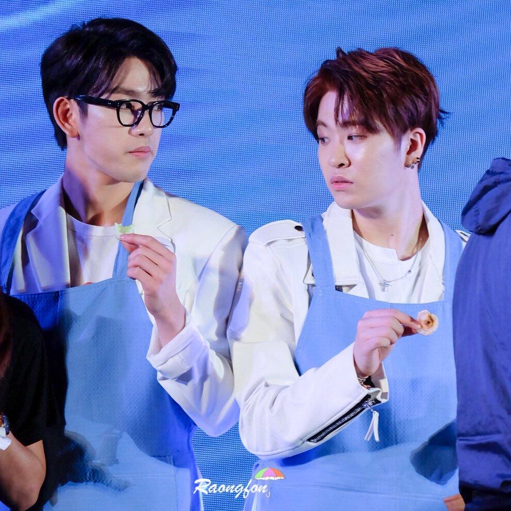 Youngjae realmente odeia pepino, essa foi a reação dele ao ver Jinyoung comendo uma rodela de pepino.