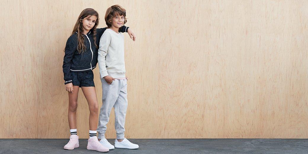 جددوا مجموعة ملابس أطفالكم لهذا الموسم مع التشكيلة الجديدة من الأزياء لدى اتش آند ام! #HMKids  http:// hm.info/17g58  &nbsp;  <br>http://pic.twitter.com/RTPaifWTDp