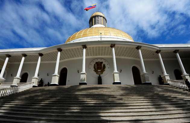 Asamblea Nacional entra en desacato con la Contraloría https://t.co/lK...