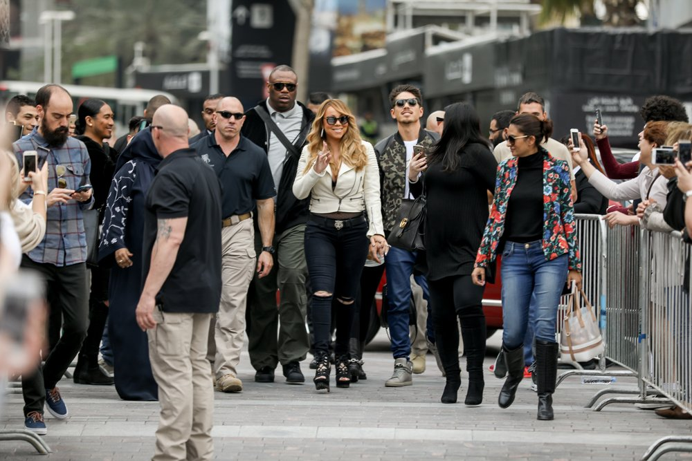 Mariah Carey visits the Burj Khalifa and Downtown Dubai today! #Dubai @MariahCarey @Dubaijazzfest @dcgguide https://t.co/6MUtATCJl3