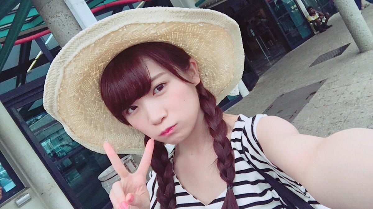 麦わら帽子が可愛い秋元真夏