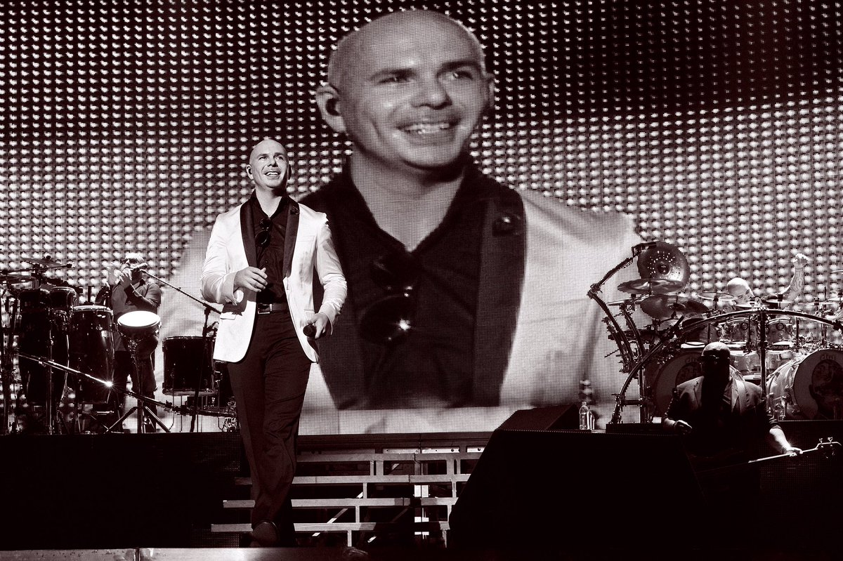 Reach for glory #TuesdayMotivation #MrWorldwide https://t.co/nYz9aCQye...