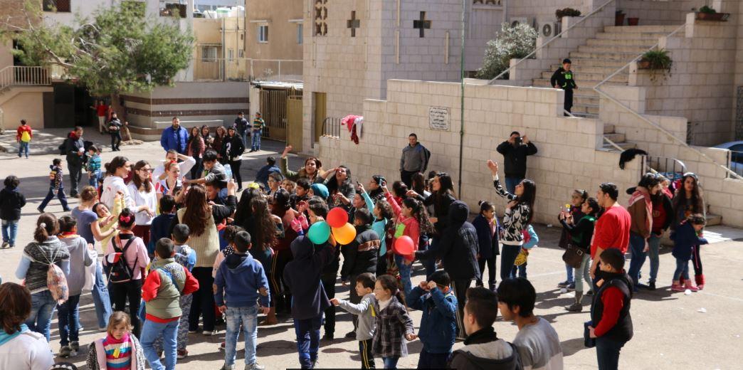 #Open #Day pour une centaine d&#39;enfants à l&#39;école de #Zarqa #dance #kids #SOSCO #hope #peace #picoftheday #share #kids #jordan #teamjordanie<br>http://pic.twitter.com/kAqxlqH9Sb