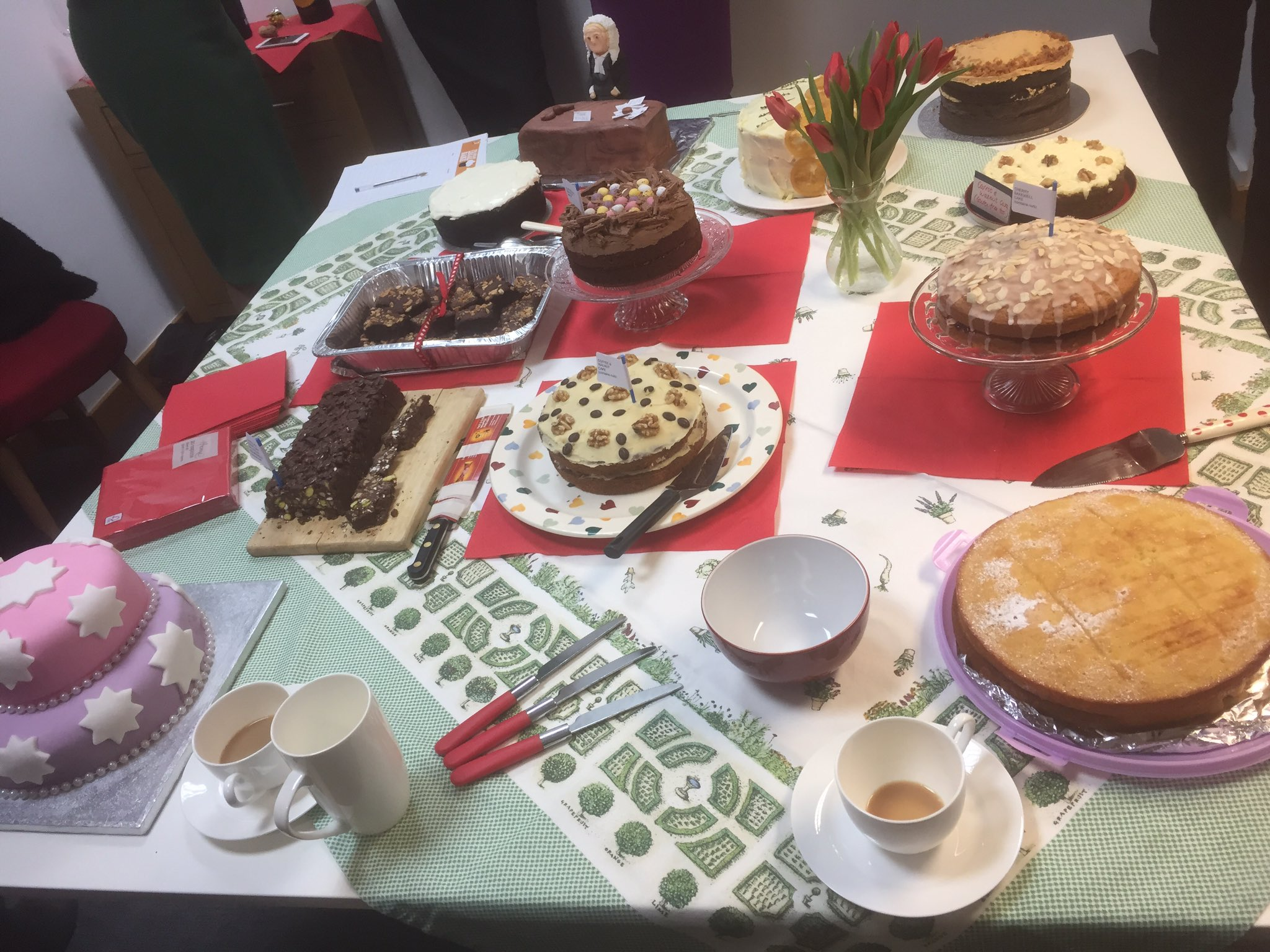 Wow - what an amazing display! @kbowers_legal @greatlegalbake. Thank you @RaydensLaw https://t.co/tGE8dJ9EX8