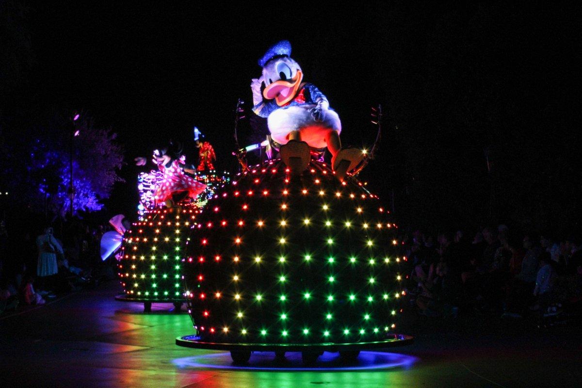 Donald is having so much fun! @DisneylandToday #apdays #fabfive #disneyland #travel #parade #disneyside  #instagram  https://www. instagram.com/liltsukachan/? hl=en &nbsp; … <br>http://pic.twitter.com/pn1JjCjQf6