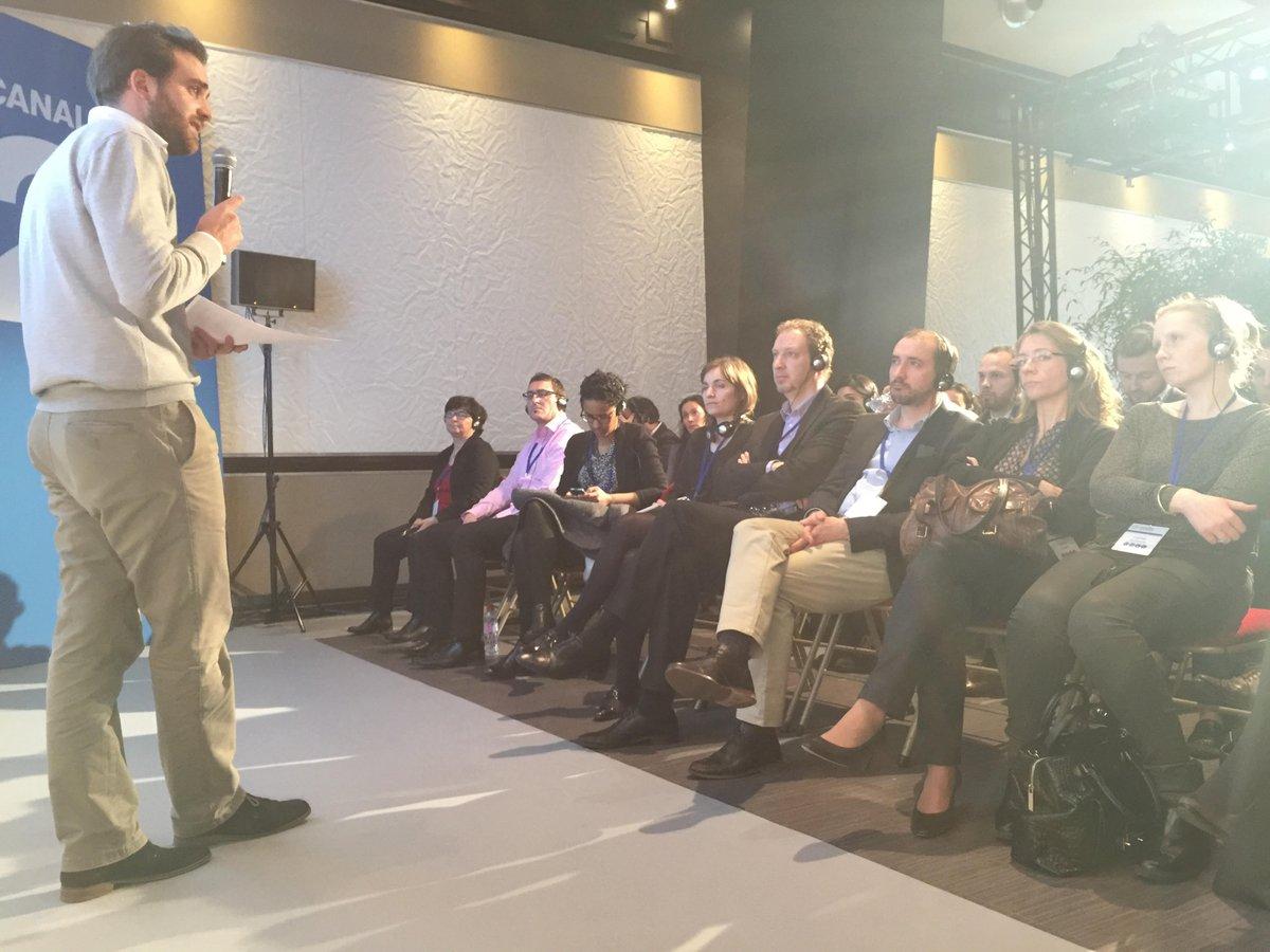 Un monde, une entreprise et des collaborateurs qui bougent... @arnauddemalo en conférence avec @Novartis ! #management #GenY #transformation <br>http://pic.twitter.com/WO0a9TU1HA