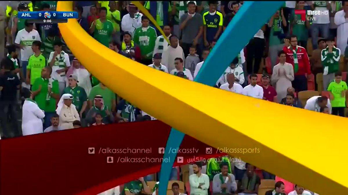 تفاعل المعلق سمير المعيرفي مع اهازيج الجماهير الاهلاوية  @ALAHLI_FC #ا...