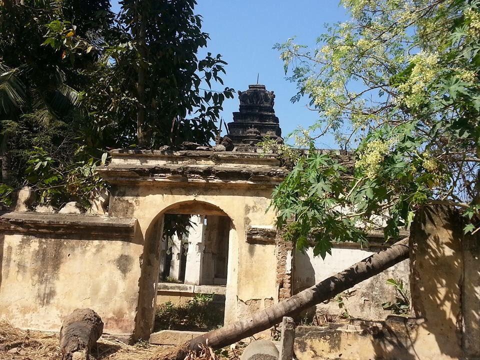 @mepratap @ddtourismmysuru @DC_Mysuru together pls save this resting place of Queen Kempa at Paschimavahini