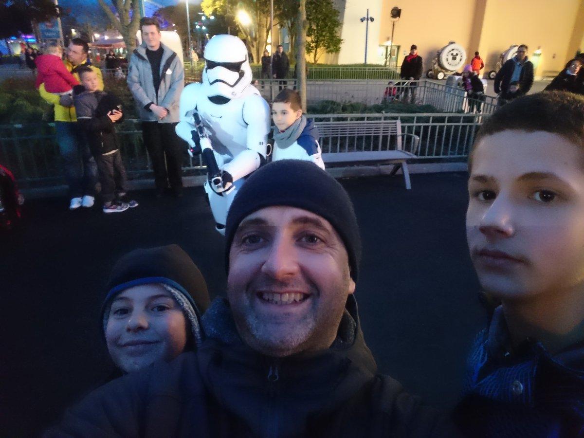 #facetheforce @DisneylandParis trop #cool les #stormtrooper <br>http://pic.twitter.com/Qz28ZiIpgz