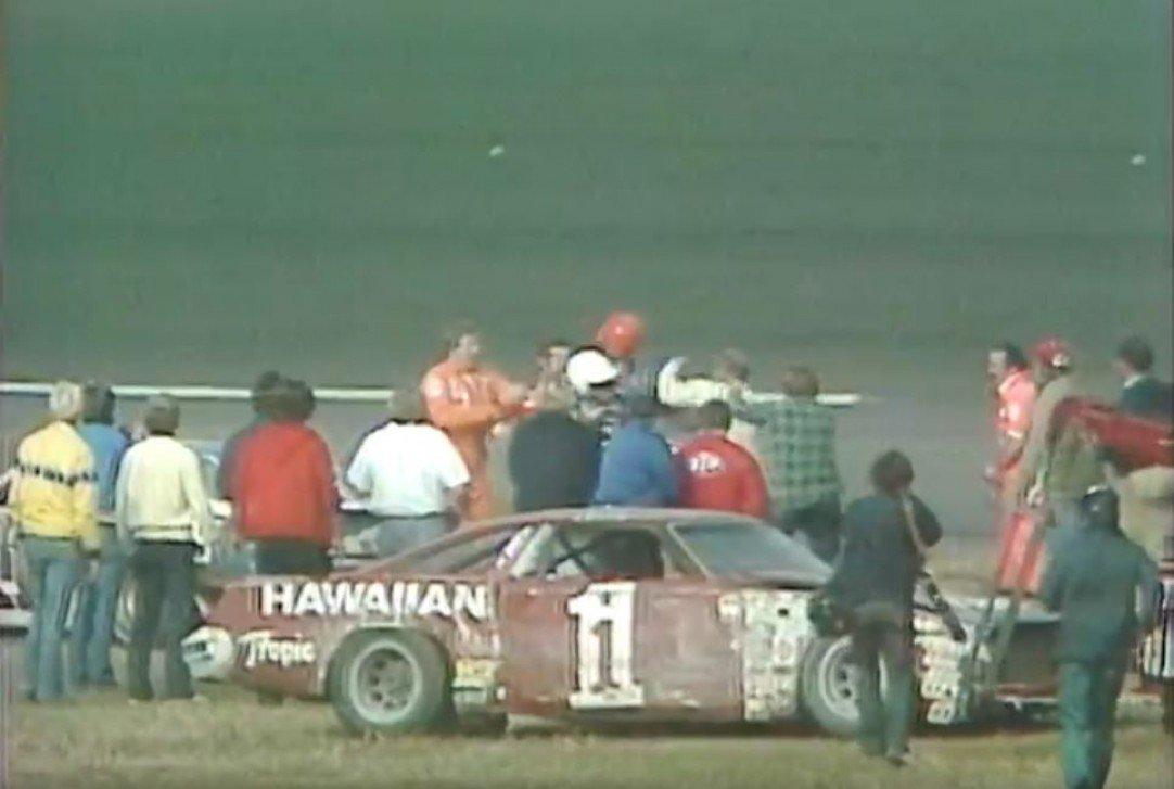 #NASCAR - [VIDÉO] Le dernier tour des DAYTONA 500 1979  http:// dlvr.it/NRQWs3  &nbsp;   - via @usracingcom<br>http://pic.twitter.com/Ybez8VCssH