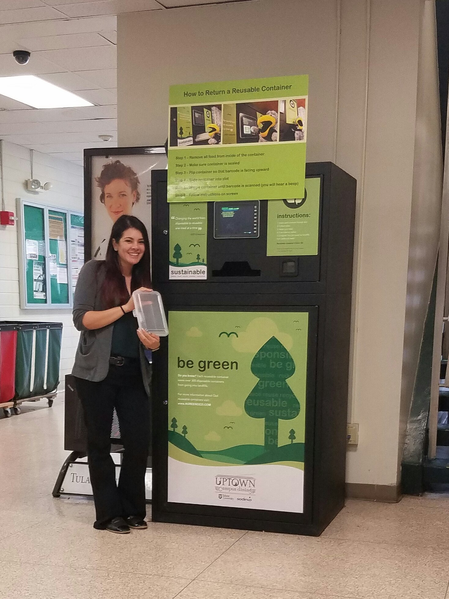 @UnivSvcs We reduce waste by reusing our Ozzi containers at Bruff! How do you recycle @TUTechConnect ? #TulaneRecycles  @GreenTulane https://t.co/BMuwx4yTvt