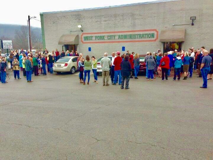 Crowd outside West Fork CityHall n Arkansas during Coffee w/@rep_stevewomack. Coastal elites? #RESISTANCE #SaveACA #TrumpRussia #Medicare <br>http://pic.twitter.com/xzhvSexrTu