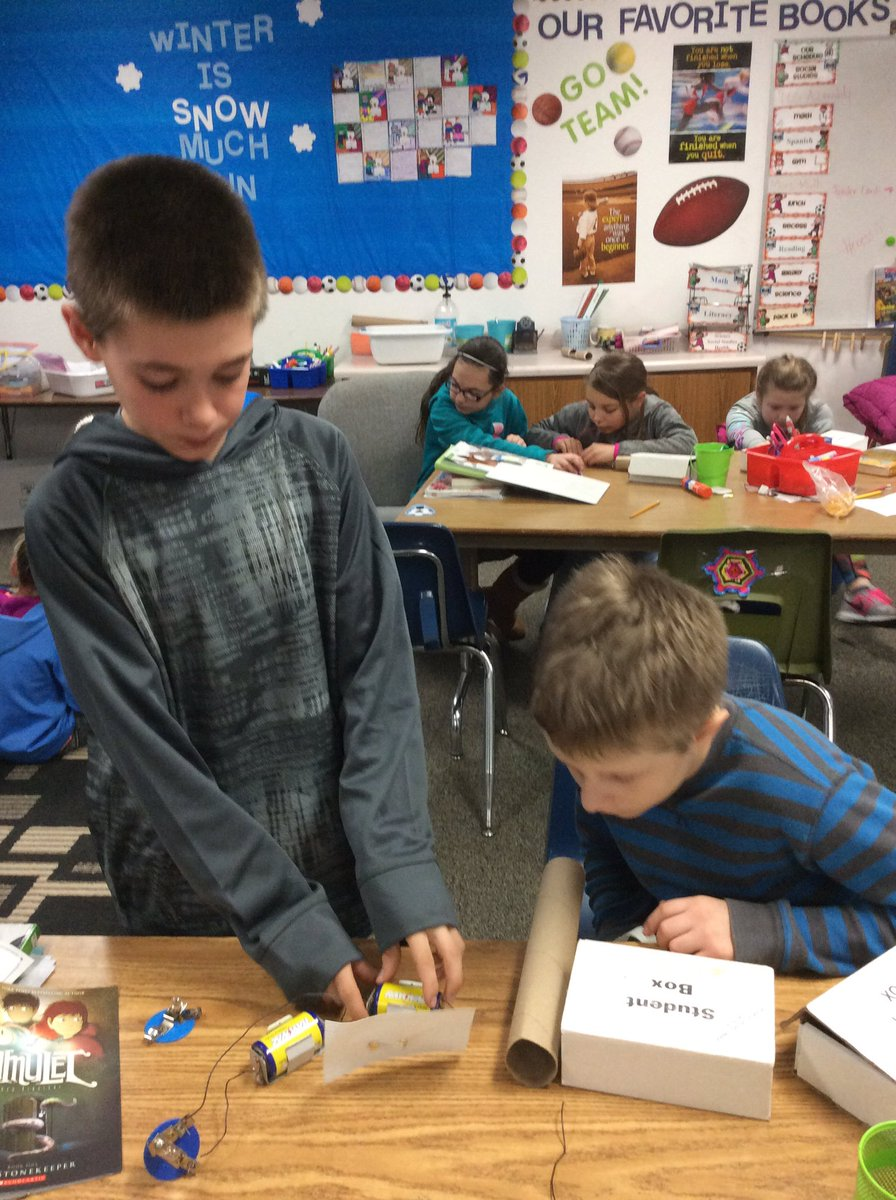 Making flashlights in our electricity unit. #brightlights #brightstudents #RaiderStrong  @PCSD_SS<br>http://pic.twitter.com/6Gs7pJTqAp