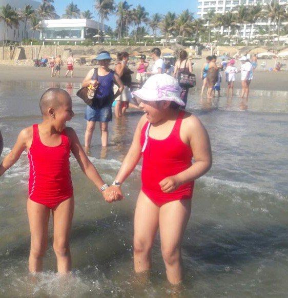 Niños con cáncer conocen el #mar  #Acapulco #alegria #ViajesIncluyentes @sectur_mx @ANSeRiap @edelamadrid #ViajemosTodosPorMexico<br>http://pic.twitter.com/MWZNKer0E7