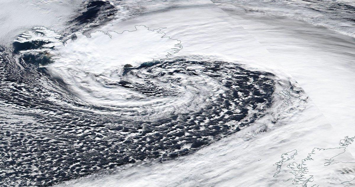 Vu du ciel : #dépressions en #Islande et océan austral, panache de sable du #Sahara en #Espagne et #banquise sur mer d&#39;Okhotsk <br>http://pic.twitter.com/q7xyYJOgjj