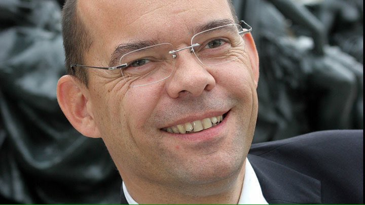 La retrait par #LR de l&#39;investiture de #XavierLemoine serait un grave affront envers l&#39;électorat catho-conservateur<br>http://pic.twitter.com/5cAzS4C73c
