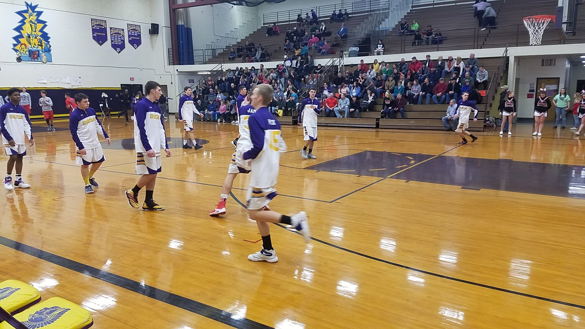 Big wins for W-FL teams on opening night of Sectional basketball (full coverage)