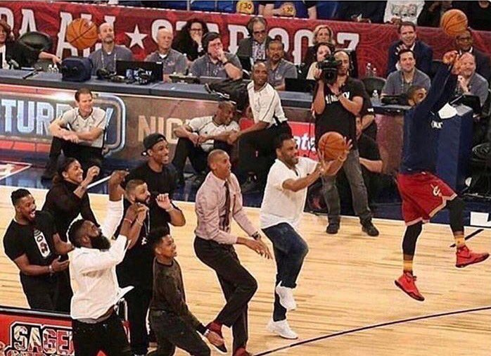 Live look at Rockets practice... https://t.co/WOlTASYHra