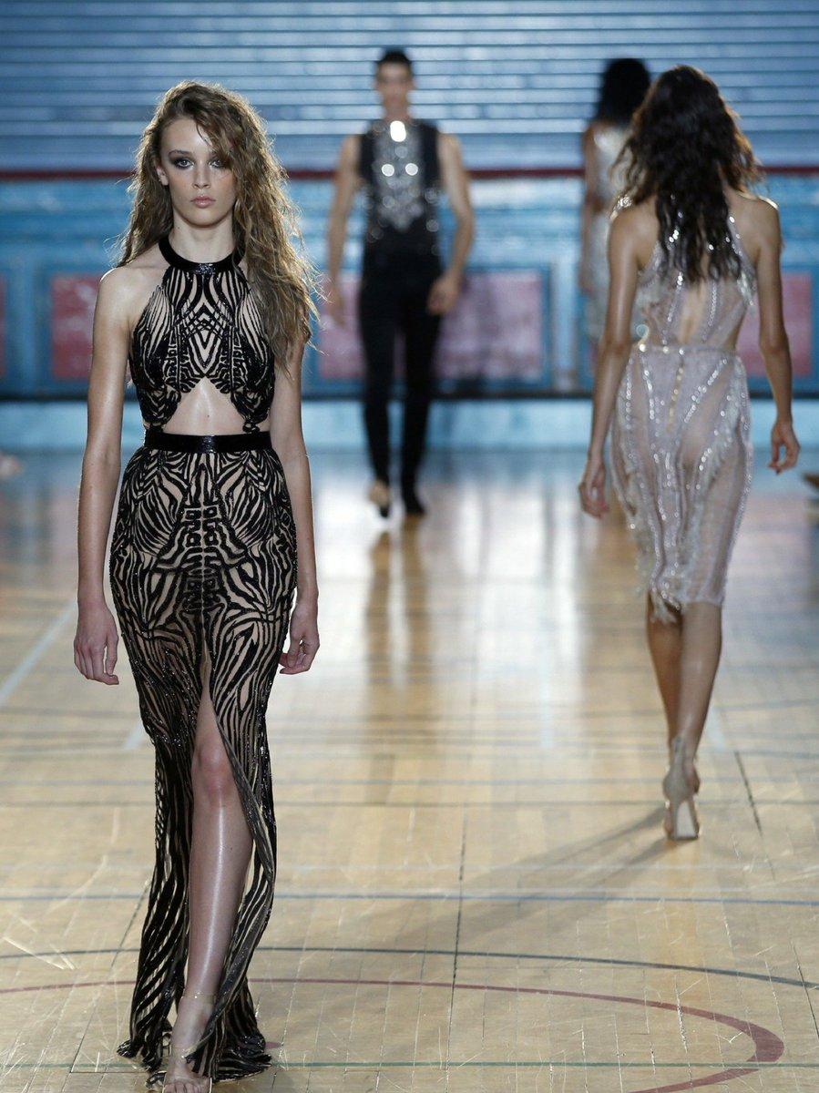 Tenue du jour spéciale #FashionWeek de #Londres  https://www. fasson-mode.fr/2017/02/22/ten ue-du-jour-n-43/ &nbsp; …  #fashion #mode #london<br>http://pic.twitter.com/atnshzKd8x