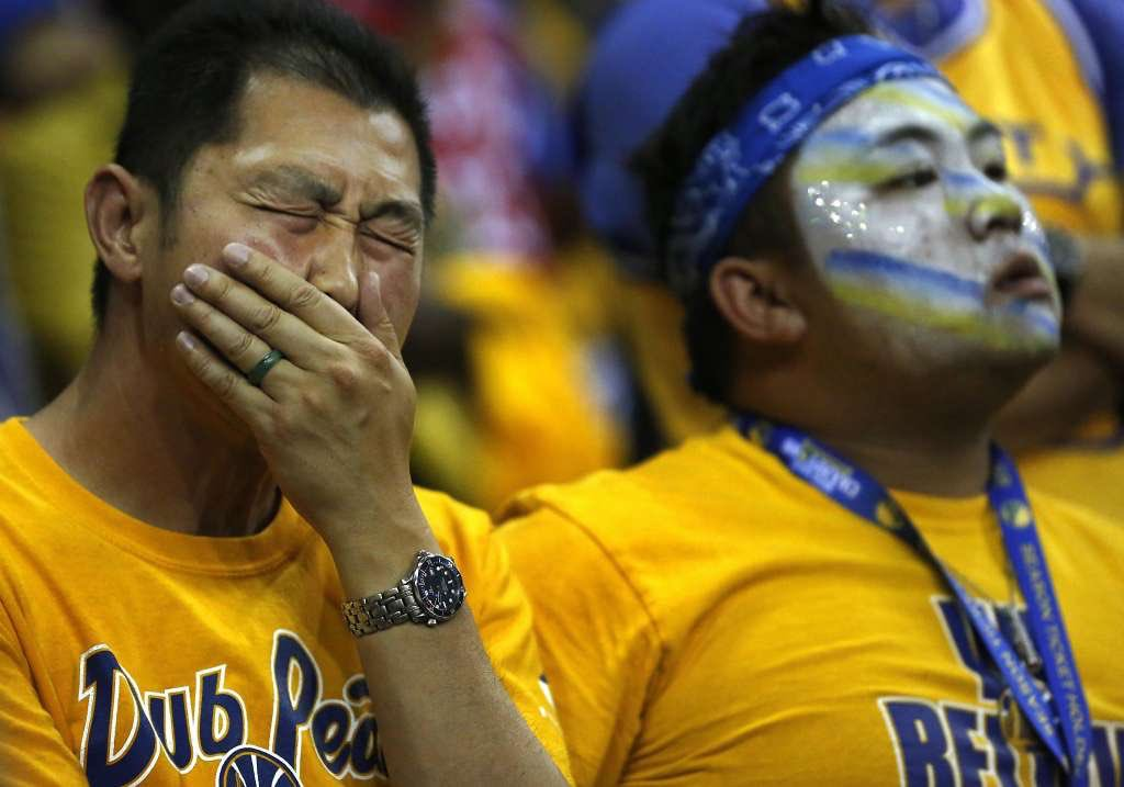 Golden State Fans' Tears #WhatMotivatesMeIn4Words https://t.co/F7x0RBK...