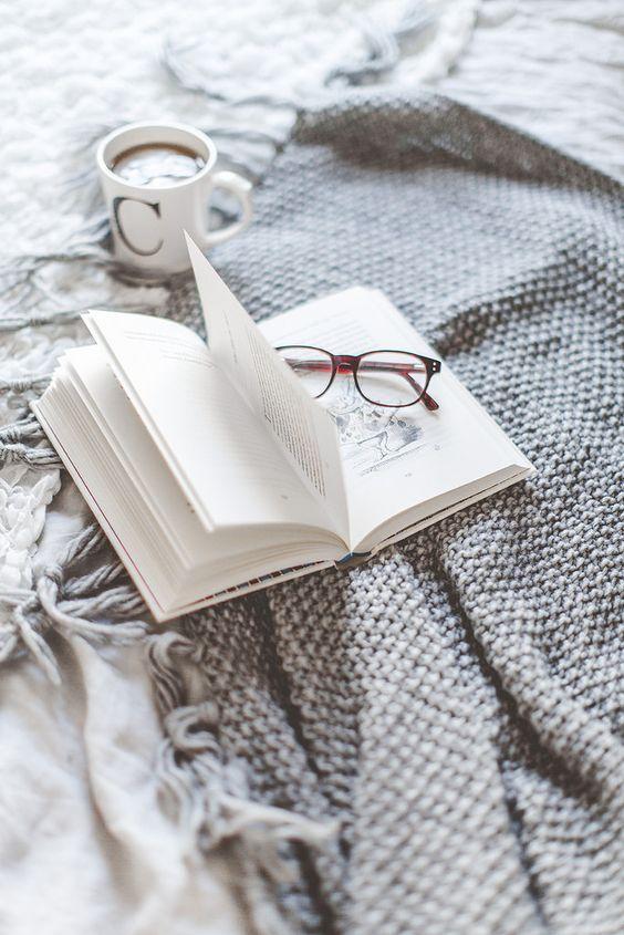 ¡Buenos días y felices lecturas! #FelizMiércoles https://t.co/nkUatUJp...