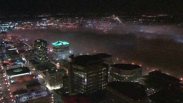 Fog forming over the Willamette River at this hour. Downtown #Portland. #pdxtst @kgwnews @NWSPortland<br>http://pic.twitter.com/rZc75SxpP3