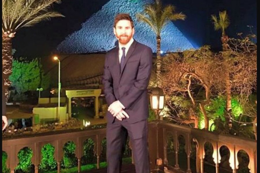Messi, une petite visite en Egypte…  http://www. sports.fr/football/espag ne/articles/messi-une-petite-visite-en-egypte-1761095 &nbsp; …  #sport <br>http://pic.twitter.com/ezNsYnJ1Dd