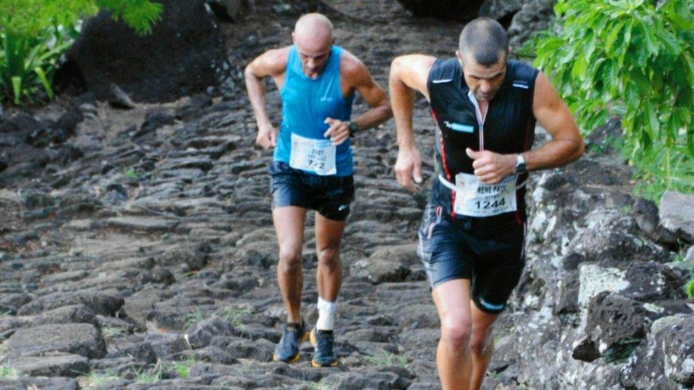 #Trail des Anglais ce dimanche : La course réunit 1 500 traileurs dont certains &quot;twittos&quot; du #Team974  http:// ow.ly/MiSo309eL05  &nbsp;   #LaReunion<br>http://pic.twitter.com/ZHOkaYvjQ8