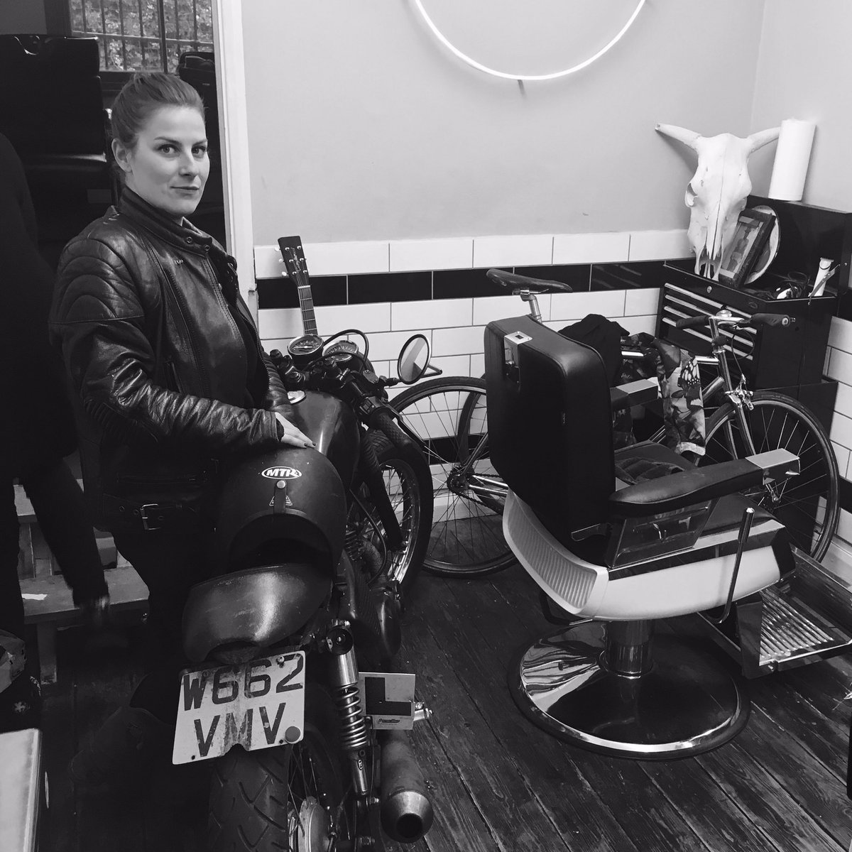 Hound Dog Alicia bossin&#39; the shop @hounddogbarbers #london #barber #e2 #Hackney<br>http://pic.twitter.com/AZAvyCfRe3