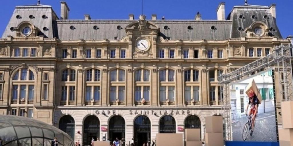 CDiscount ouvre un entrepôt éphémère devant la gare Saint-Lazare #Cdiscount #JCDecaux  http:// j.mp/2ln6omZ  &nbsp;  <br>http://pic.twitter.com/lR0Hl7Gzia
