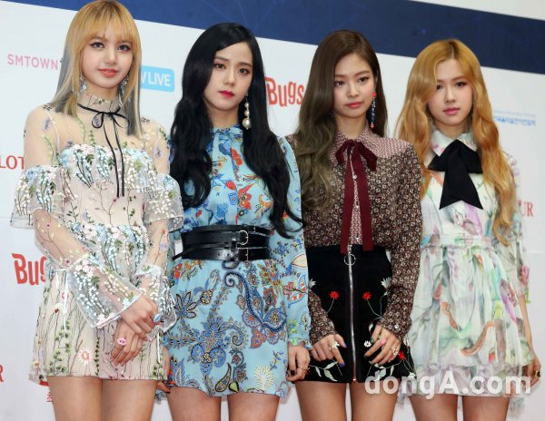 BLACKPINK, TWICE and SISTAR at the #GaonChartAwards https://t.co/HshCj...